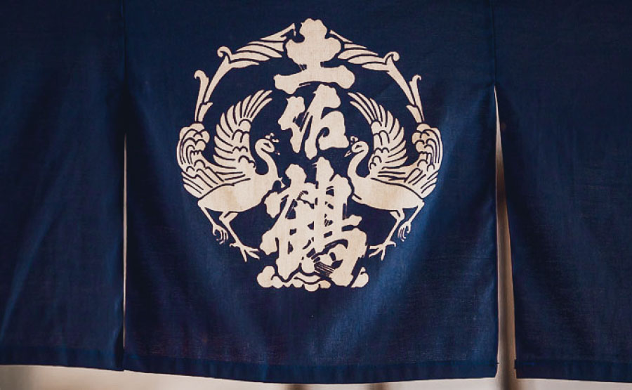 <span>土佐鶴の定番</span>弘化二年(1845)より受け継がれる「淡麗にして旨い辛口」の酒、土佐鶴。伝統の味をご賞味ください。